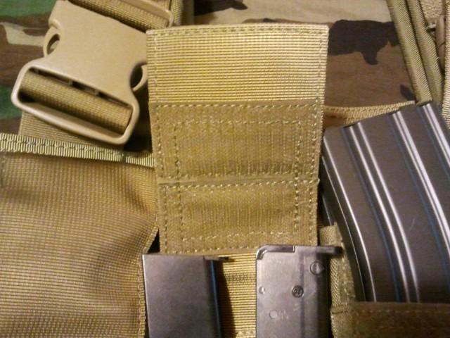 Detalle velcro pouch portacargador pistola