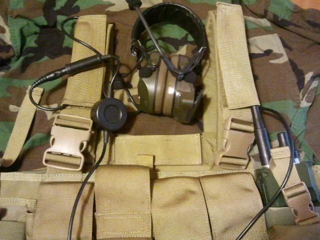 Pantac LBT 1961A radio pouch headset