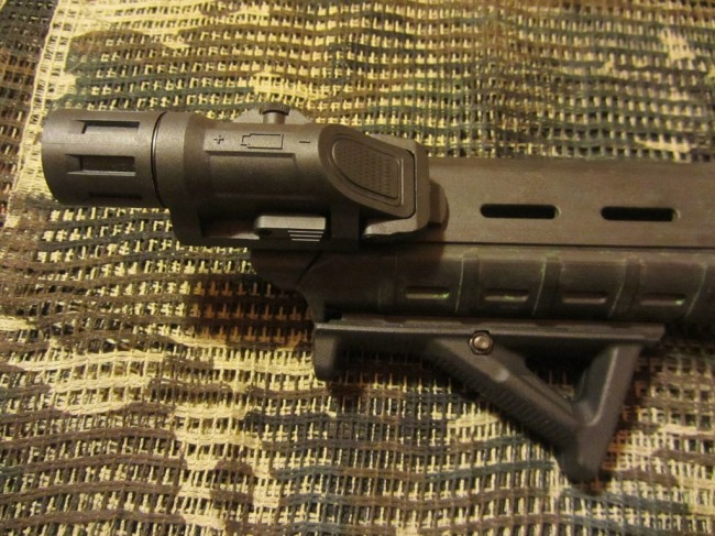 Weapon Mounted Light Magpul MOE handguard